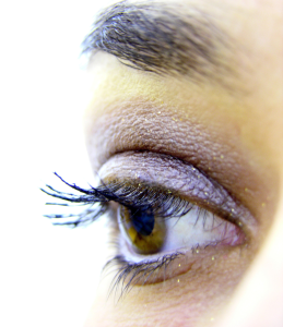 makeup-dry-eye-disease-4